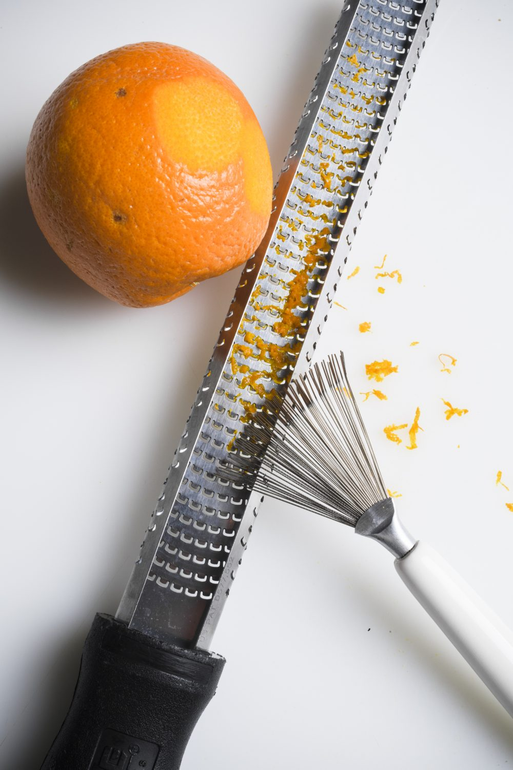 No more snags— stainless steel brushes clean graters easily.