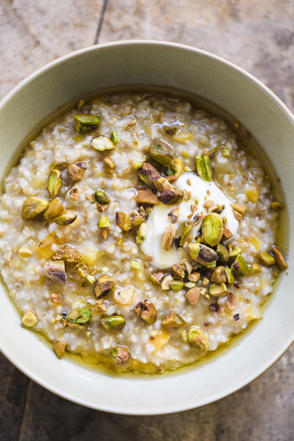 Steel-Cut Oats with Cardamom, Apricot and Pistachio (Durotherm)